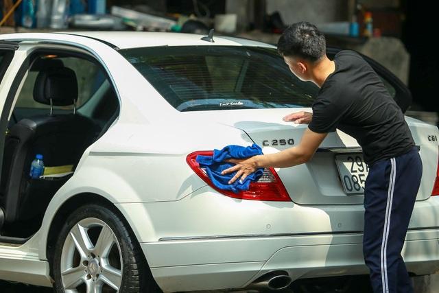 Hà Nội: Rửa xe 200 nghìn đồng/lượt, khách vẫn ùn ùn xếp hàng - 16