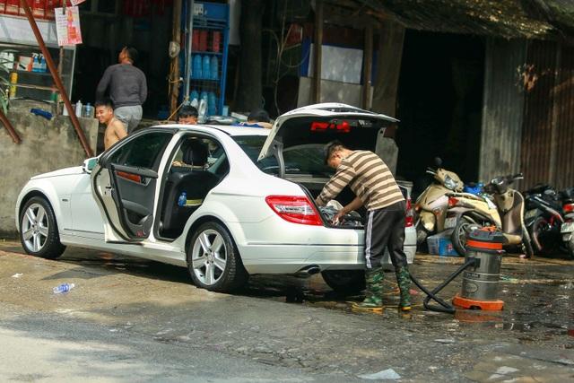 Hà Nội: Rửa xe 200 nghìn đồng/lượt, khách vẫn ùn ùn xếp hàng - 14