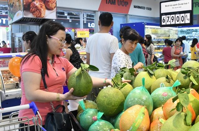 """TPHCM: Người dân """"rồng rắn"""" chờ tính tiền ở siêu thị trong ngày cao điểm Tết - 2"""