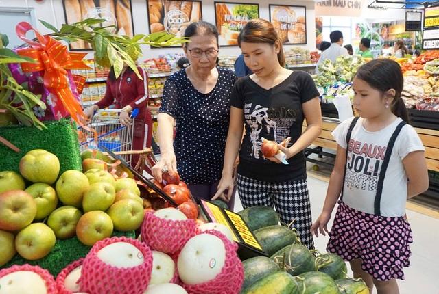 """TPHCM: Người dân """"rồng rắn"""" chờ tính tiền ở siêu thị trong ngày cao điểm Tết - 8"""