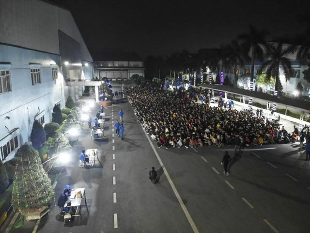 Thưởng tết khủng lúc 3 giờ sáng, hàng nghìn công nhân háo hức xuyên đêm - 3