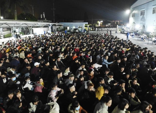 Thưởng tết khủng lúc 3 giờ sáng, hàng nghìn công nhân háo hức xuyên đêm - 5