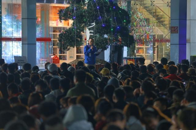 Thưởng tết khủng lúc 3 giờ sáng, hàng nghìn công nhân háo hức xuyên đêm - 6
