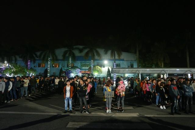 Thưởng tết khủng lúc 3 giờ sáng, hàng nghìn công nhân háo hức xuyên đêm - 4