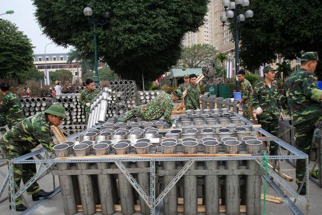 Hà Nội: Bên trong trận địa pháo hoa chuẩn bị khai hoả, đón giao thừa - 9