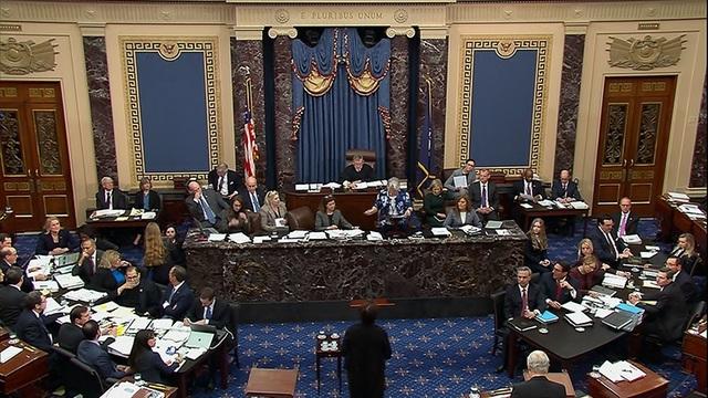 Vì sao nghị sĩ Mỹ chỉ được uống nước hoặc sữa trong phiên tòa luận tội ông Trump? - 1