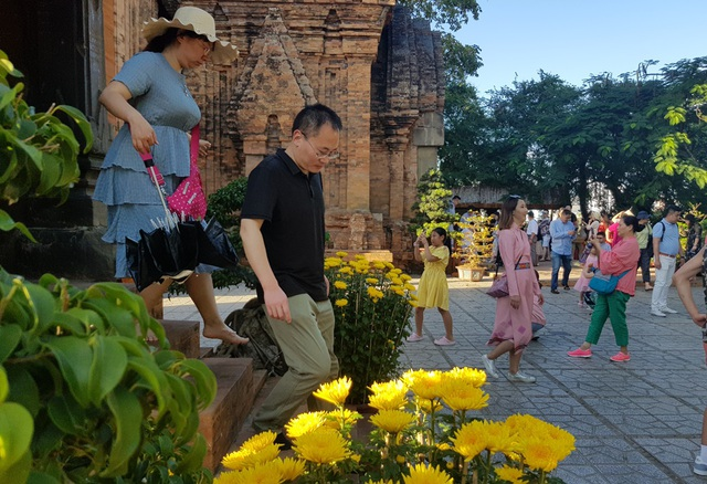 Tháp bà nghìn tuổi Ponagar Nha Trang rực rỡ sắc xuân đón khách dịp Tết - 8