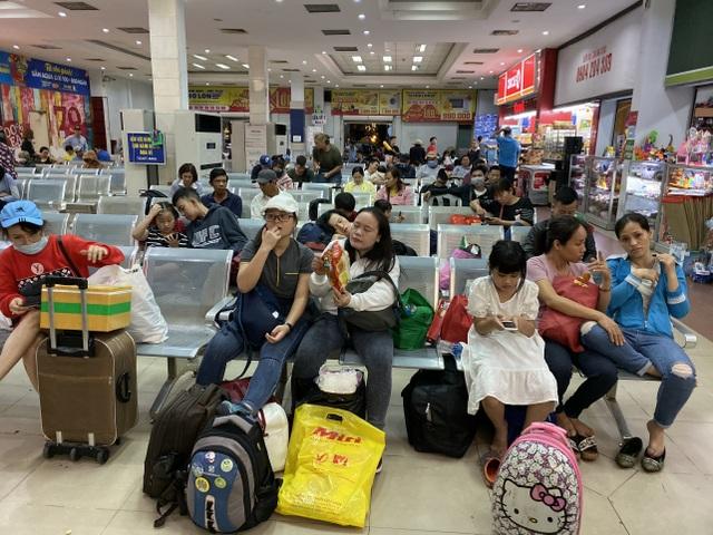 Chuyến tàu cuối cùng rời ga Sài Gòn trước thời khắc giao thừa - 4