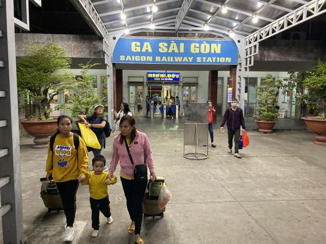 Chuyến tàu cuối cùng rời ga Sài Gòn trước thời khắc giao thừa - 11