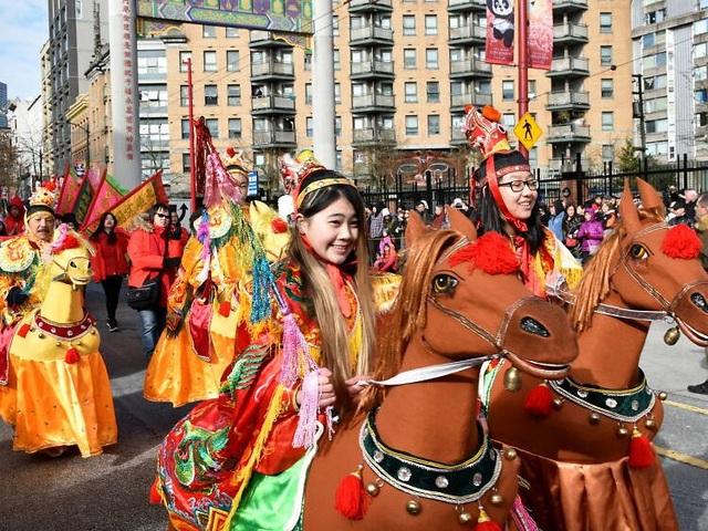 Những lễ hội đón Tết rực rỡ nhất trên thế giới - 7