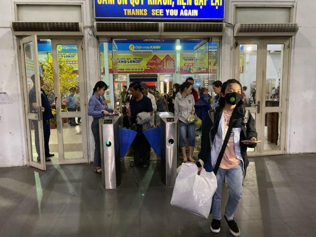 Chuyến tàu cuối cùng rời ga Sài Gòn trước thời khắc giao thừa - 13