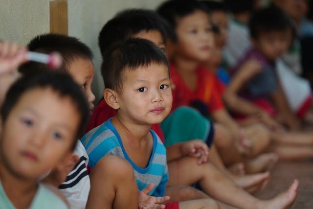 Báo Dân trí tiếp tục mang Tết đến với những đứa trẻ bị bỏ rơi tại chùa Hồng Quang - 1
