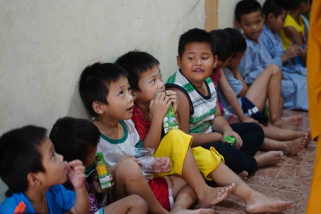 Báo Dân trí tiếp tục mang Tết đến với những đứa trẻ bị bỏ rơi tại chùa Hồng Quang - 2