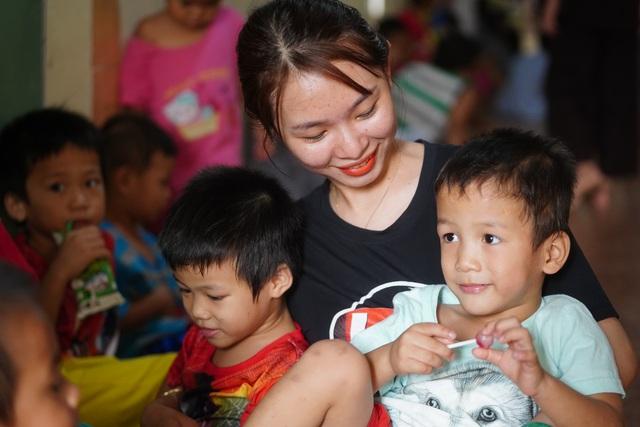 Báo Dân trí tiếp tục mang Tết đến với những đứa trẻ bị bỏ rơi tại chùa Hồng Quang - 5