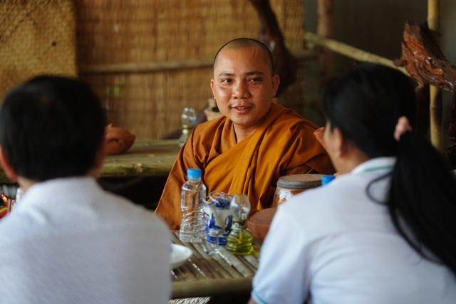 Báo Dân trí tiếp tục mang Tết đến với những đứa trẻ bị bỏ rơi tại chùa Hồng Quang - 8