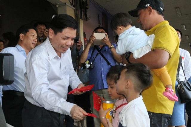 Bộ trưởng GTVT: Phải lập khu vực làm thủ tục riêng cho du khách Trung Quốc - 3