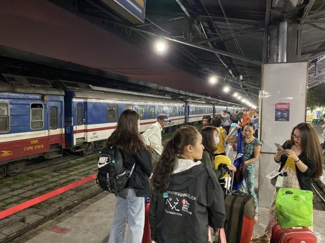 Chuyến tàu cuối cùng rời ga Sài Gòn trước thời khắc giao thừa - 19