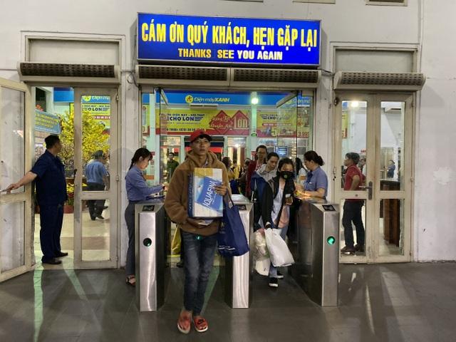 Chuyến tàu cuối cùng rời ga Sài Gòn trước thời khắc giao thừa - 15