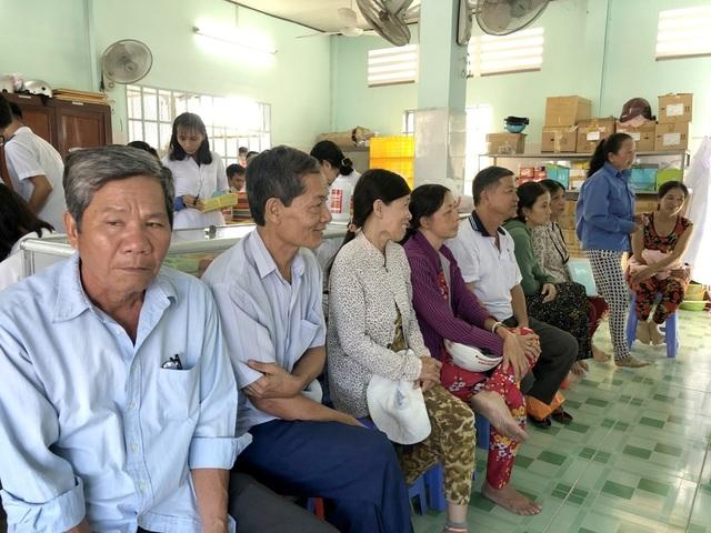 Phó Chủ tịch tỉnh 19 năm khám chữa bệnh cho người nghèo - 1