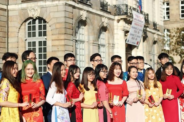 Áo dài Việt tung bay trên đất Rennes chào Xuân Canh Tý - 6