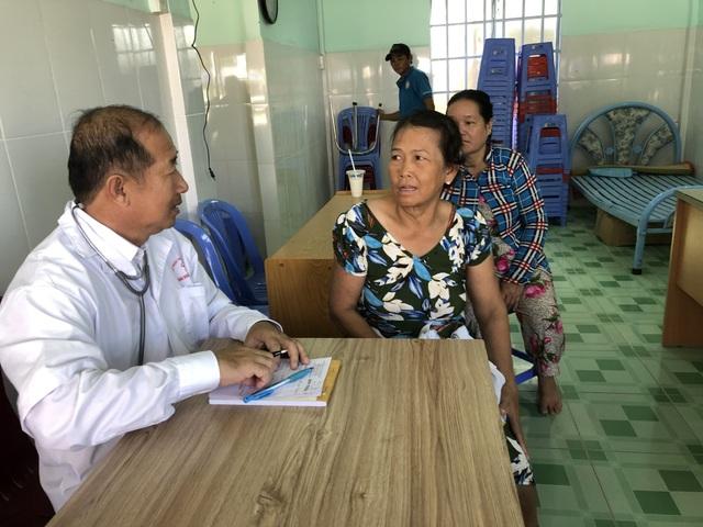 Phó Chủ tịch tỉnh 19 năm khám chữa bệnh cho người nghèo - 4