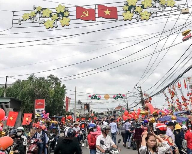 Vạn người nô nức trẩy hội chợ Gò lúc mờ sáng mồng 1 Tết ở Bình Định - 2