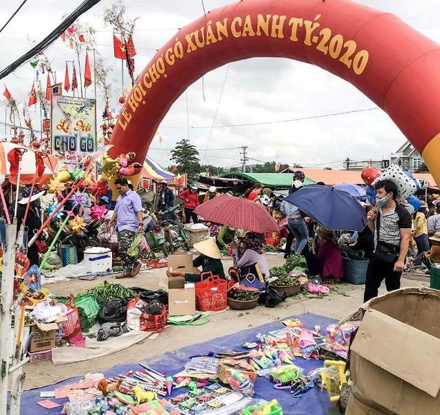Vạn người nô nức trẩy hội chợ Gò lúc mờ sáng mồng 1 Tết ở Bình Định - 1
