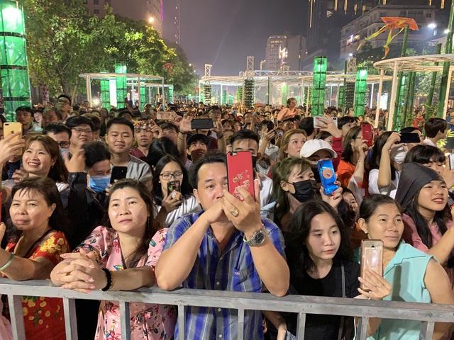 Màn pháo hoa rực rỡ trên bầu trời Sài Gòn - 9