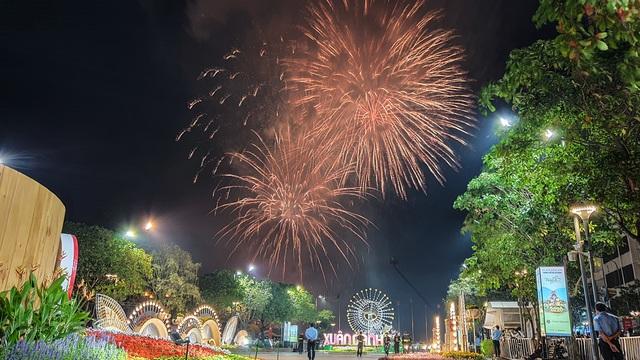 Màn pháo hoa rực rỡ trên bầu trời Sài Gòn - 3
