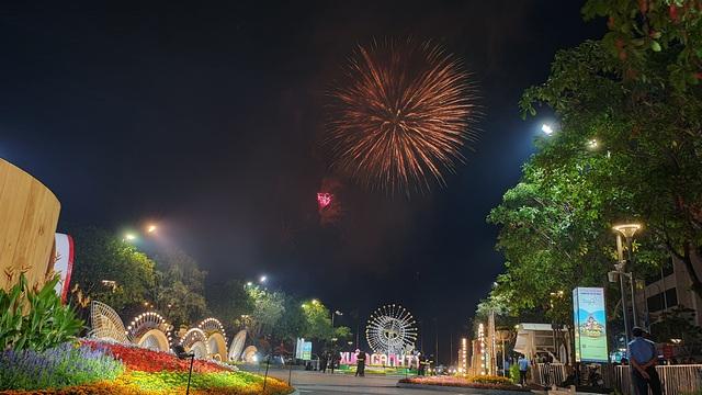 Màn pháo hoa rực rỡ trên bầu trời Sài Gòn - 5
