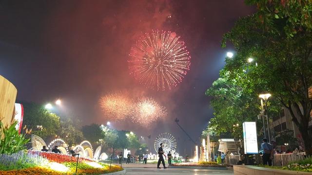 Màn pháo hoa rực rỡ trên bầu trời Sài Gòn - 4