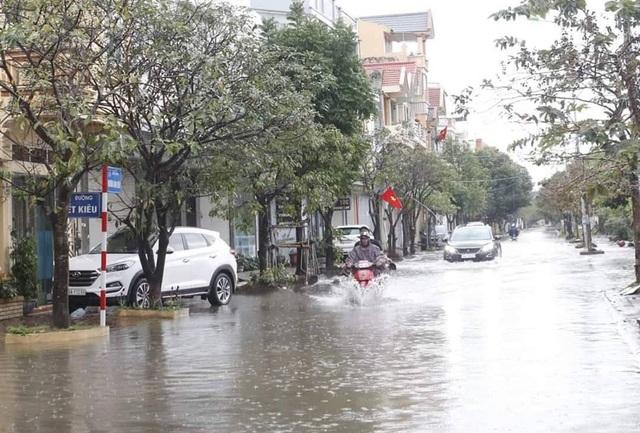 Mùng 1 Tết phố ngập như sông, nước lênh láng trong nhà - 10