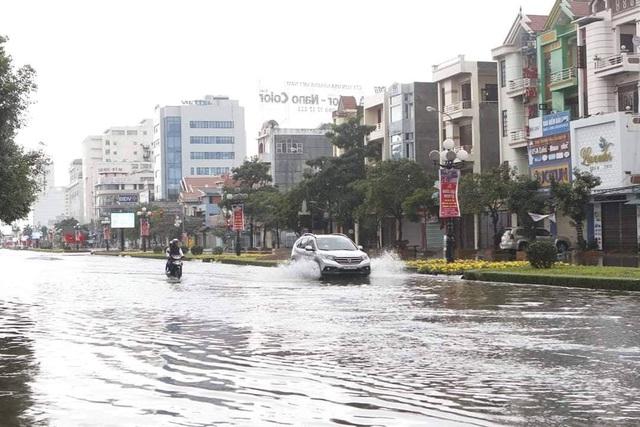 Mùng 1 Tết phố ngập như sông, nước lênh láng trong nhà - 8