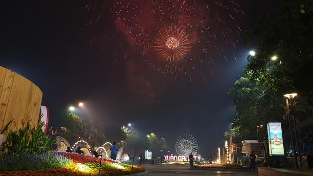 Màn pháo hoa rực rỡ trên bầu trời Sài Gòn - 6