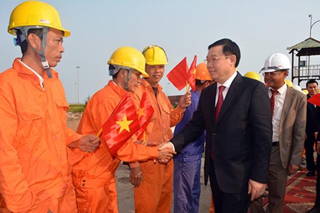 Phó Thủ tướng Vương Đình Huệ thăm cảng Cửa Lò ngày đầu năm - 1