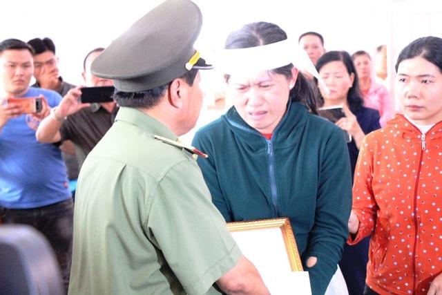 Thăng quân hàm cho Đại úy công an bị đâm chết trong ngày 30 Tết - 3