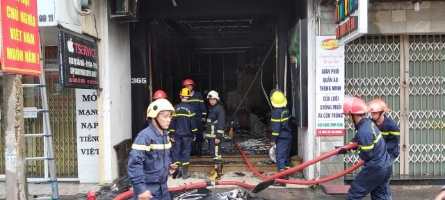 Giải cứu hai nạn nhân khỏi đám cháy nhà ngày mùng 1 Tết - 3