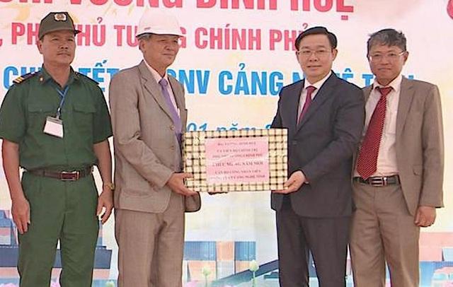 Phó Thủ tướng Vương Đình Huệ thăm cảng Cửa Lò ngày đầu năm - 2