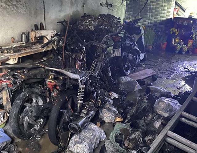 """Cảnh sát cứu 5 người kẹt trong """"biển lửa"""" ngày mùng 1 Tết - 1"""