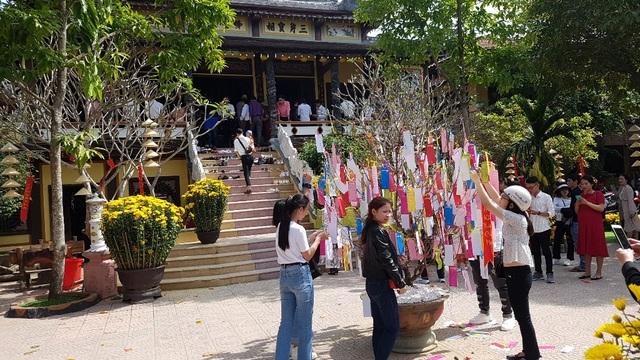 Đi chùa xin xăm, viết lời chúc cầu nguyện đầu năm mới - 1