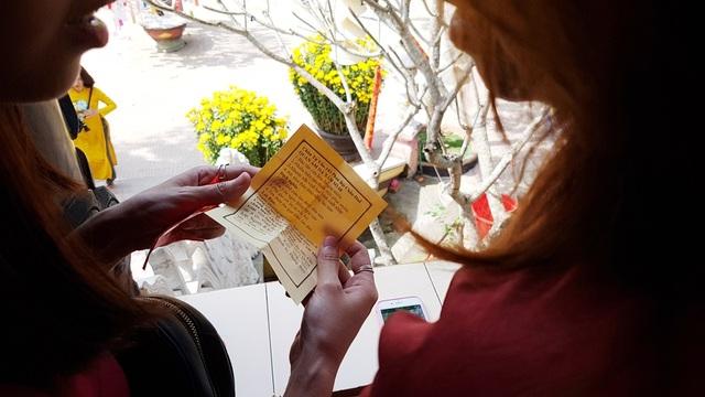 Đi chùa xin xăm, viết lời chúc cầu nguyện đầu năm mới - 9