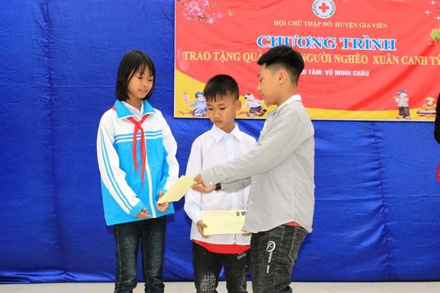 Cậu bé 9 tuổi dành tiền mừng tuổi giúp học sinh mồ côi ăn Tết - 2
