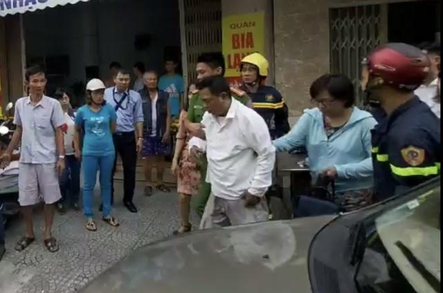Giải cứu hai nạn nhân khỏi đám cháy nhà ngày mùng 1 Tết - 2