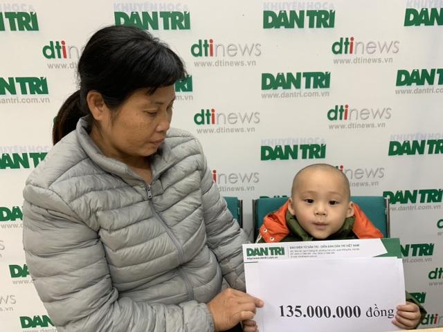 Bé Mạnh Quân 3 tuổi bị ung thư máu tiếp tục được bạn đọc giúp đỡ - 3