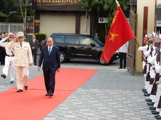 Thủ tướng Nguyễn Xuân Phúc chúc Tết lực lượng vũ trang - 1
