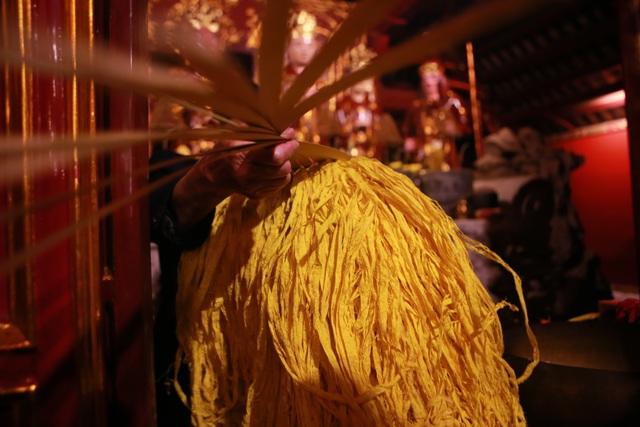 """Hàng nghìn người đi """"xin lộc"""" xuyên đêm ở đền thờ Thánh Gióng - 4"""