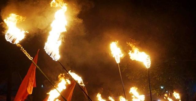 """Đêm Giao thừa, cả làng chạy thật nhanh đưa """"lửa Thánh"""" về nhà - 7"""
