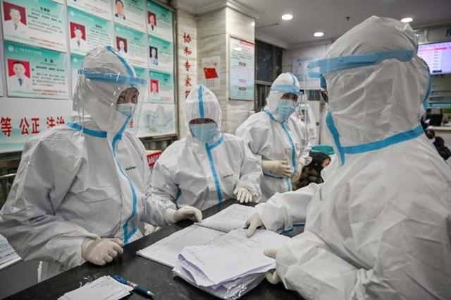 """Cảnh tượng như """"ngày tận thế"""" ở vùng tâm dịch viêm phổi lạ của Trung Quốc - 4"""