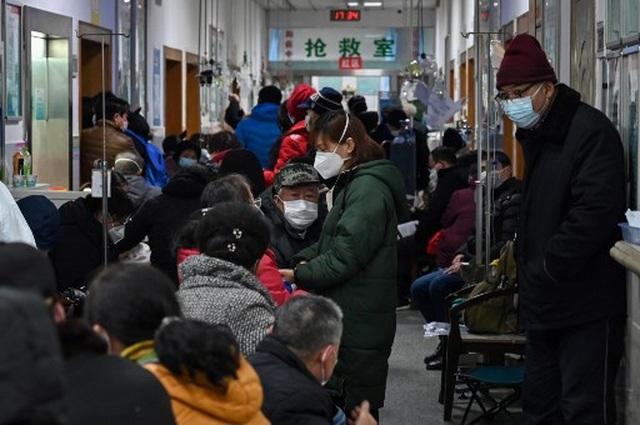 """Cảnh tượng như """"ngày tận thế"""" ở vùng tâm dịch viêm phổi lạ của Trung Quốc - 3"""