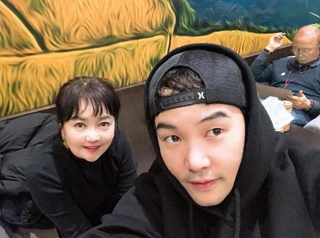 HLV Park Hang Seo và gia đình hạnh phúc ăn Tết ở Nhật Bản - 3